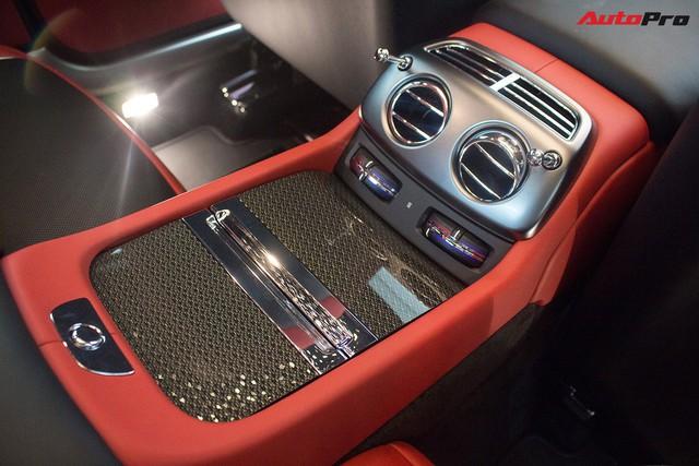 Bên trong Rolls-Royce Wraith Black Badge thứ 2 tại Việt Nam có gì? - Ảnh 26.