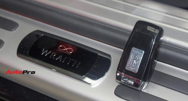 Bên trong Rolls-Royce Wraith Black Badge thứ 2 tại Việt Nam có gì? - Ảnh 11.