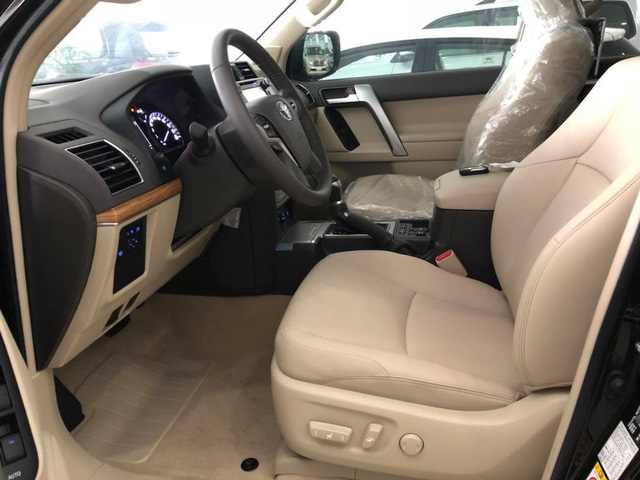 """Toyota Land Cruiser Prado VX 2018 """"full option"""" giá gần 3 tỷ đồng tại Việt Nam - Ảnh 5."""