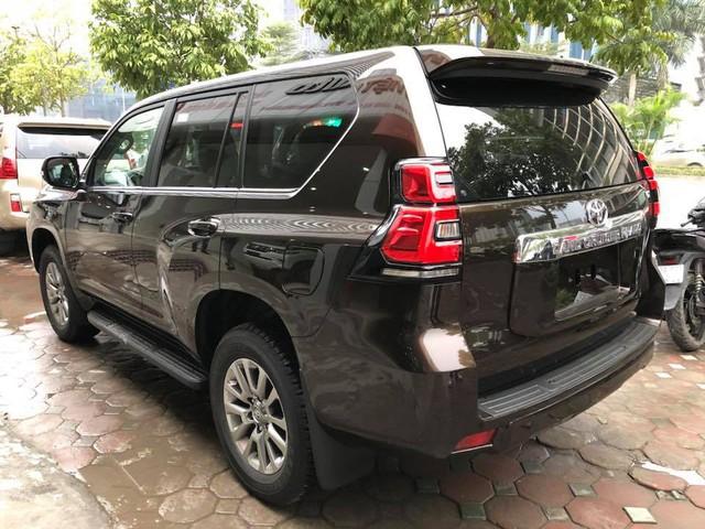 """Toyota Land Cruiser Prado VX 2018 """"full option"""" giá gần 3 tỷ đồng tại Việt Nam - Ảnh 4."""