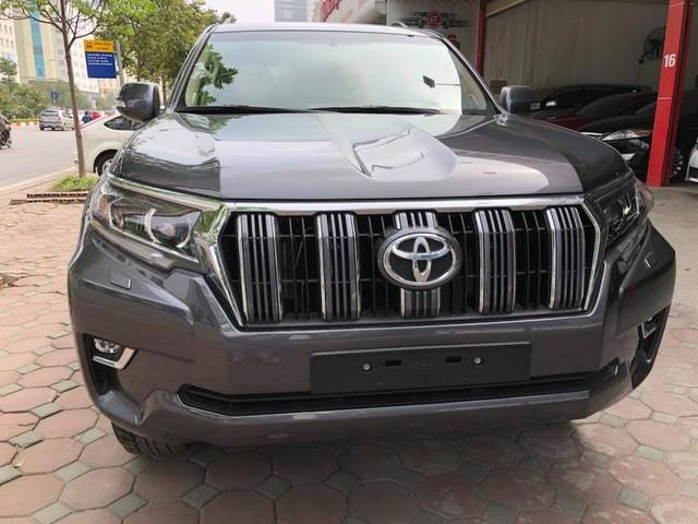 """Toyota Land Cruiser Prado VX 2018 """"full option"""" giá gần 3 tỷ đồng tại Việt Nam - Ảnh 3."""