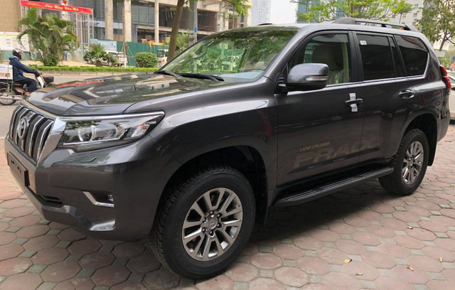 """Toyota Land Cruiser Prado VX 2018 """"full option"""" giá gần 3 tỷ đồng tại Việt Nam - Ảnh 1."""