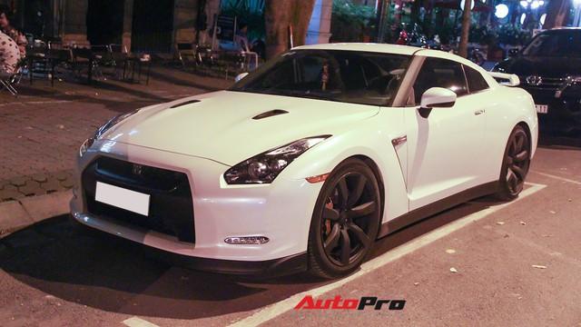 """""""Siêu xe giá rẻ"""" Nissan GT-R xuất hiện tại Hà Nội"""