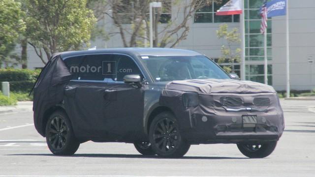 SUV 7 chỗ hoàn toàn mới Kia Telluride lần đầu xuất hiện ngoài đời thực - Ảnh 2.