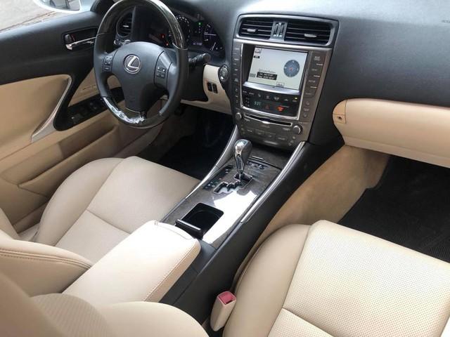 Đi hơn 8 năm, mui trần hạng sang Lexus IS250c mất nửa giá tại Hà Nội - Ảnh 12.