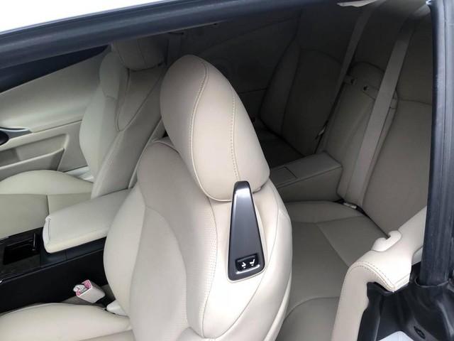 Đi hơn 8 năm, mui trần hạng sang Lexus IS250c mất nửa giá tại Hà Nội - Ảnh 11.