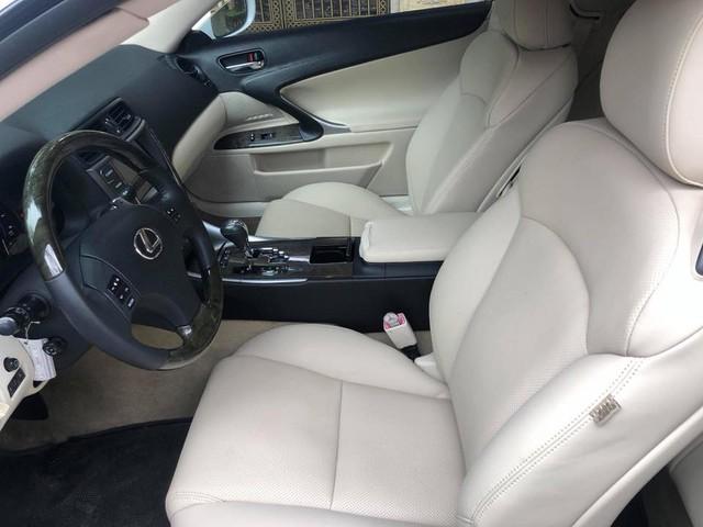 Đi hơn 8 năm, mui trần hạng sang Lexus IS250c mất nửa giá tại Hà Nội - Ảnh 8.