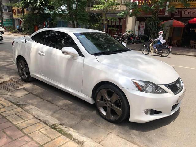 Đi hơn 8 năm, mui trần hạng sang Lexus IS250c mất nửa giá tại Hà Nội - Ảnh 2.