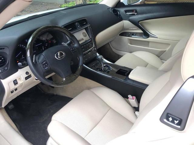 Đi hơn 8 năm, mui trần hạng sang Lexus IS250c mất nửa giá tại Hà Nội - Ảnh 6.