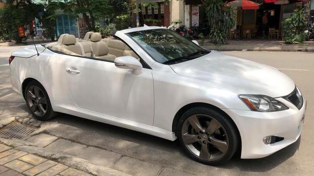 Đi hơn 8 năm, mui trần hạng sang Lexus IS250c mất nửa giá tại Hà Nội