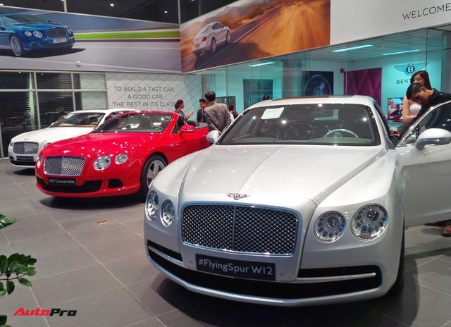 Lamborghini, Bentley đã thực sự Nam tiến với bộ đôi Huracan, Bentayga trưng bày trong showroom mới - Ảnh 1.