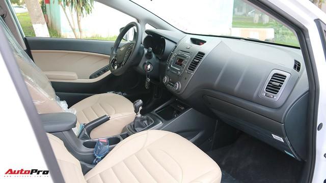 """Giá thấp hơn nhưng Kia Cerato lại có những trang bị """"ăn đứt"""" Toyota Vios - Ảnh 8."""