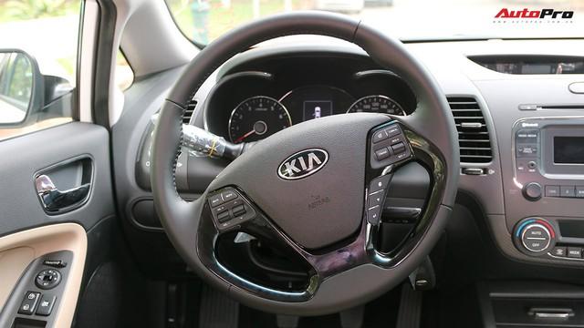 """Giá thấp hơn nhưng Kia Cerato lại có những trang bị """"ăn đứt"""" Toyota Vios - Ảnh 10."""