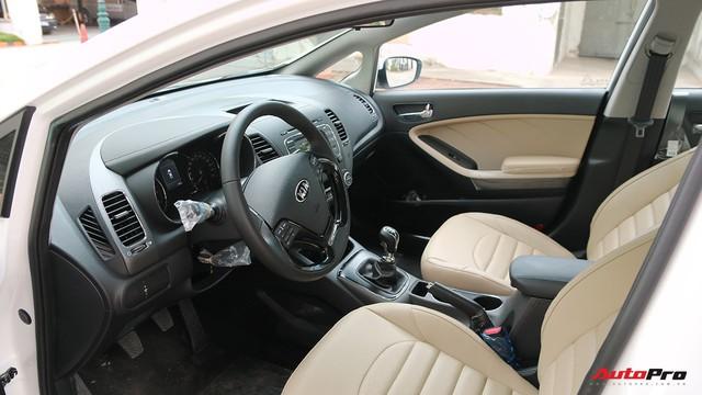 """Giá thấp hơn nhưng Kia Cerato lại có những trang bị """"ăn đứt"""" Toyota Vios - Ảnh 7."""