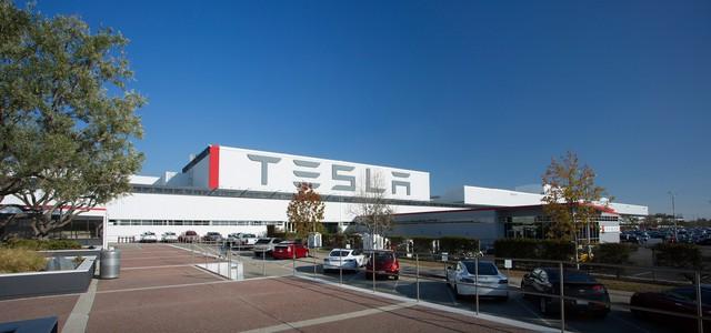 Tesla lại gặp rắc rối với Model 3, tiếp tục ngưng sản xuất 1 tuần - Ảnh 1.