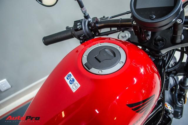 Giá cao hơn 55 triệu đồng, Honda Rebel 500 mới bán chính hãng có gì hơn Rebel 300? - Ảnh 4.
