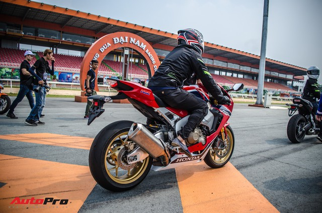 Honda CBR1000RR Fireblade SP chính hãng giá gần 680 triệu đồng cho biker Việt - Ảnh 1.