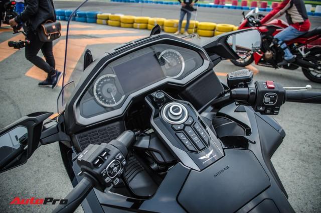 Khám phá Gold Wing 2018 - Mô tô Honda chính hãng giá cao hơn CR-V tại Việt Nam - Ảnh 2.