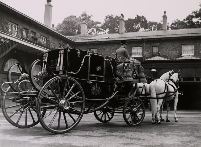 Những dòng xe được sử dụng trong đám cưới hoàng gia Anh - Ảnh 3.