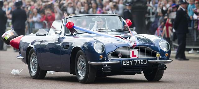Những dòng xe được sử dụng trong đám cưới hoàng gia Anh - Ảnh 2.
