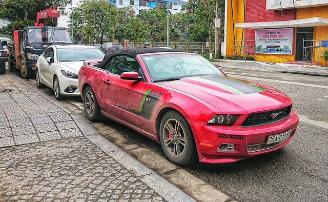 Điểm danh loạt xe sang và xe siêu sang của các đại gia Huế - Ảnh 26.