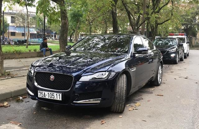 Điểm danh loạt xe sang và xe siêu sang của các đại gia Huế - Ảnh 19.