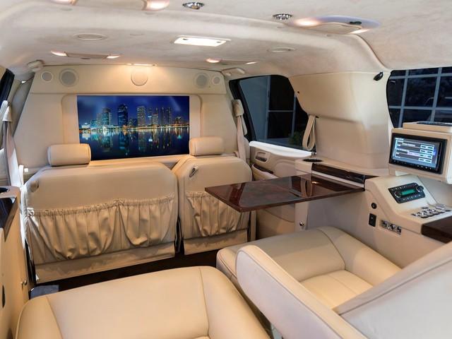 Không đủ tiền mua Rolls-Royce Cullinan thì đây là 5 lựa chọn rẻ hơn - Ảnh 10.