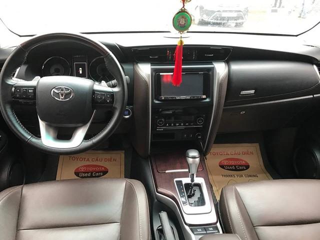 Hết hàng mới, Toyota Fortuner cũ bán chính hãng gần ngang ngửa giá lăn bánh xe chưa qua sử dụng - Ảnh 2.