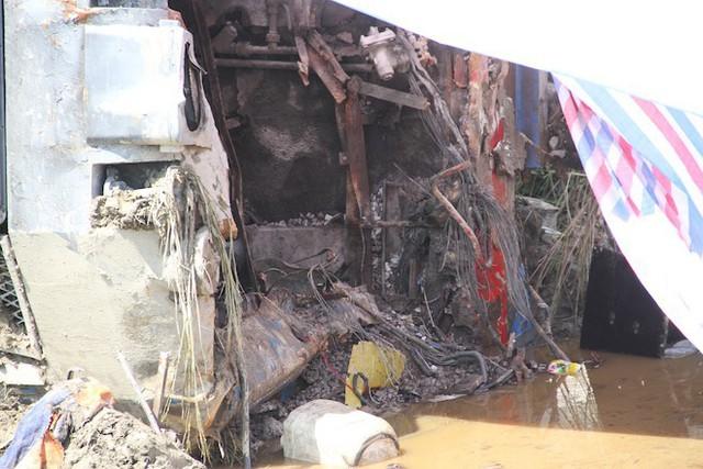 Cận cảnh hàng trăm mét đường ray bị lệch sau vụ tàu hỏa đâm xe ben - Ảnh 15.