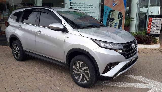 Đại lý Toyota ồ ạt mở đặt cọc hàng loạt xe nhập khẩu giá rẻ mới - Ảnh 2.