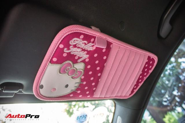 Fan nữ Hello Kitty tại Sài Gòn chi 40 triệu đồng biến Mercedes-Benz E300 AMG thành tắc kè hoa - Ảnh 2.