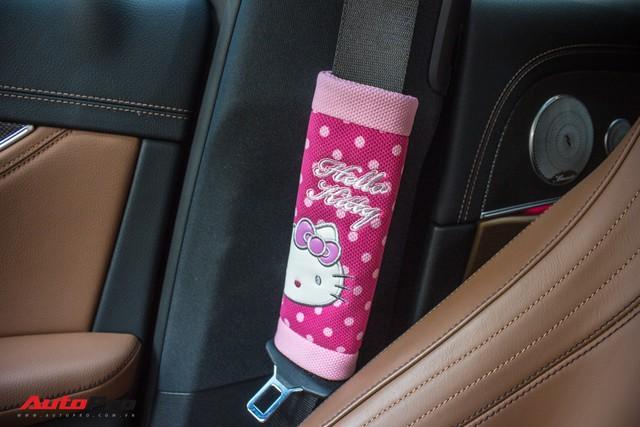 Fan nữ Hello Kitty tại Sài Gòn chi 40 triệu đồng biến Mercedes-Benz E300 AMG thành tắc kè hoa - Ảnh 3.
