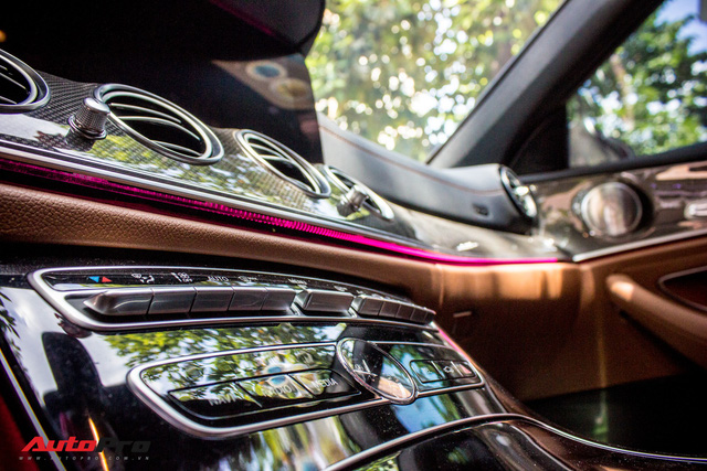 Fan nữ Hello Kitty tại Sài Gòn chi 40 triệu đồng biến Mercedes-Benz E300 AMG thành tắc kè hoa - Ảnh 13.
