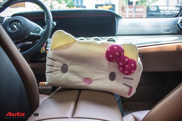 Fan nữ Hello Kitty tại Sài Gòn chi 40 triệu đồng biến Mercedes-Benz E300 AMG thành tắc kè hoa - Ảnh 14.