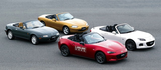 Mazda chơi lớn: Đăng ký hết tên xe từ CX-10 tới tận CX-90 - Ảnh 1.