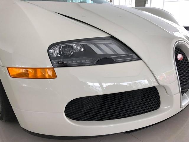Nóng: Bugatti Veyron đổi màu trắng chính thức lộ diện, sắp về tay ông chủ cafe Trung Nguyên? - Ảnh 3.