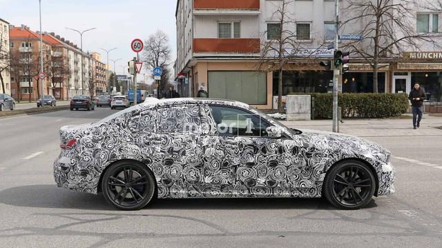 BMW 3-Series thế hệ mới lộ ảnh chạy thử, ngày ra mắt: Ngày càng giống 5-Series - Ảnh 2.