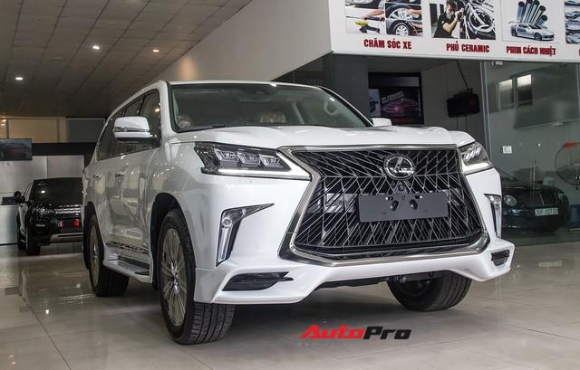 Những mẫu xe SUV hạng sang có tầm giá khoảng 10 tỷ đồng tại Việt Nam - Ảnh 2.