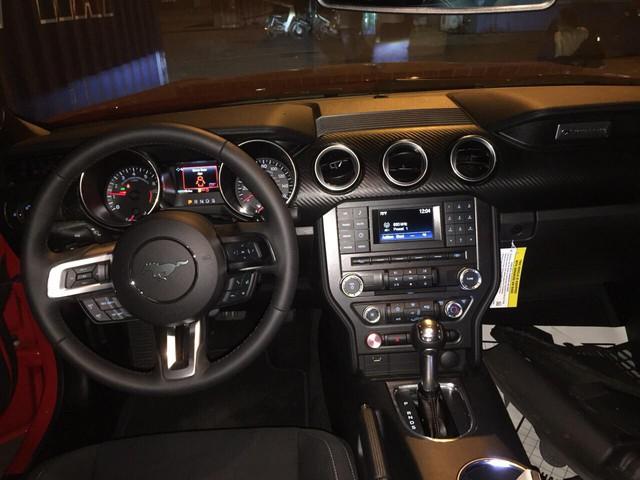 Ford Mustang 2018 đầu tiên về Việt Nam, giá trên 2 tỷ đồng - Ảnh 4.