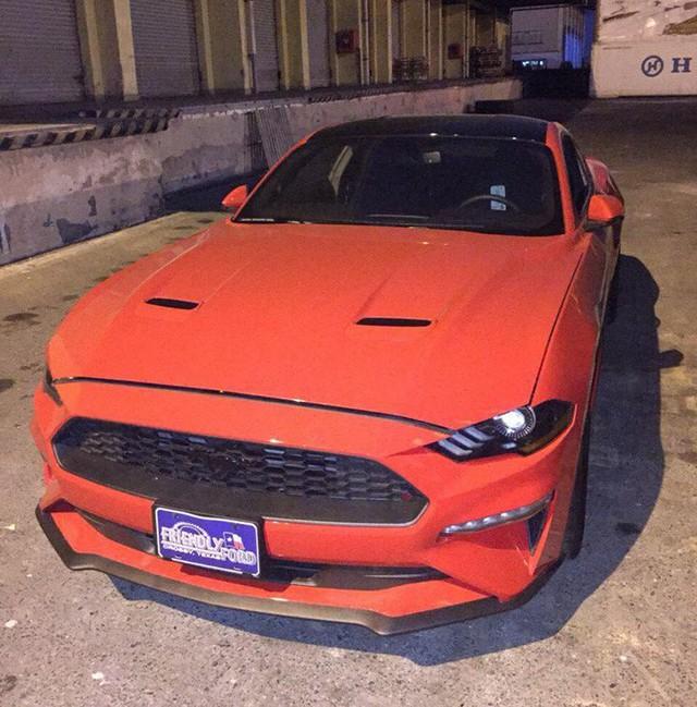 Ford Mustang 2018 đầu tiên về Việt Nam, giá trên 2 tỷ đồng - Ảnh 1.