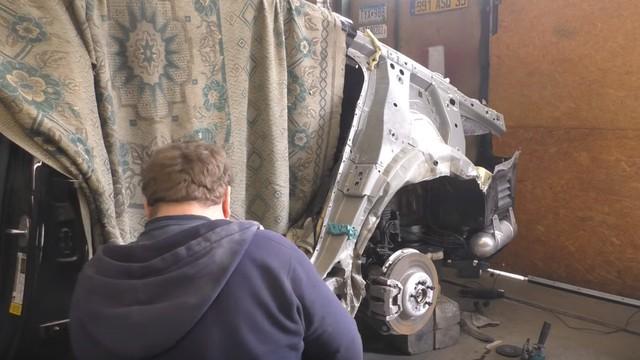 Xem BMW 7-Series hư hại được phục hồi như mới trong 10 ngày - Ảnh 1.