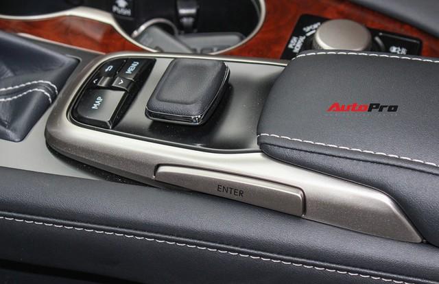 Đánh giá nhanh Lexus RX 350L: Bỏ thêm 1 tỷ đồng nhận được thêm gì so với bản tiêu chuẩn? - Ảnh 25.