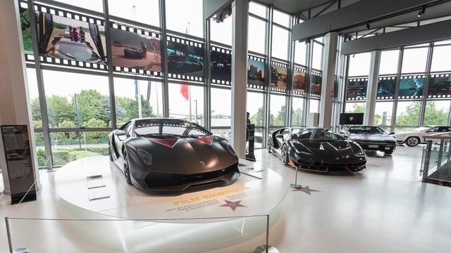 Đại lộ danh vọng dành cho siêu xe Lamborghini từng xuất hiện trên màn ảnh Hollywood - Ảnh 3.
