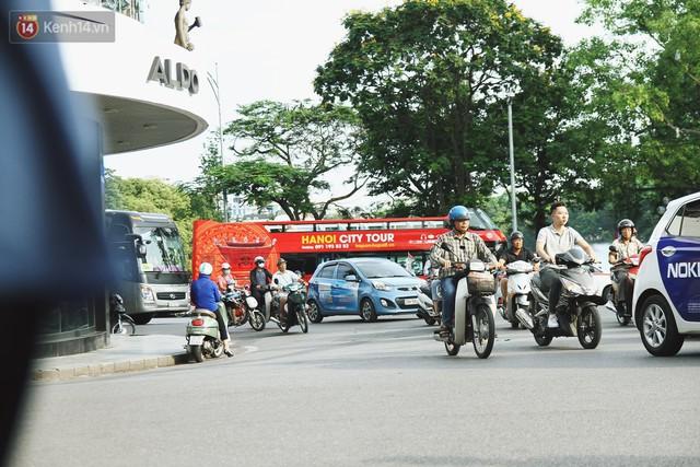 Trải nghiệm xe buýt 2 tầng mui trần ngắm Thủ đô Hà Nội từ trên cao: 300.000 đồng cho một vé liệu có đáng? - Ảnh 1.