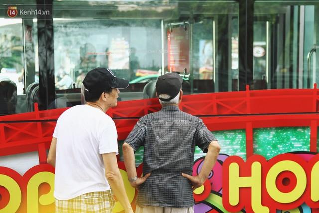 Trải nghiệm xe buýt 2 tầng mui trần ngắm Thủ đô Hà Nội từ trên cao: 300.000 đồng cho một vé liệu có đáng? - Ảnh 2.
