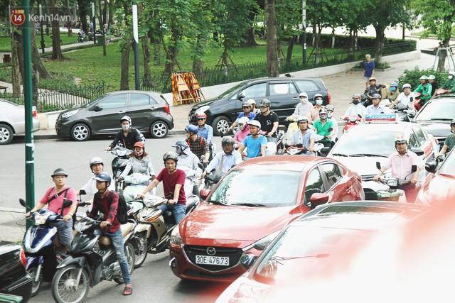 Trải nghiệm xe buýt 2 tầng mui trần ngắm Thủ đô Hà Nội từ trên cao: 300.000 đồng cho một vé liệu có đáng? - Ảnh 13.