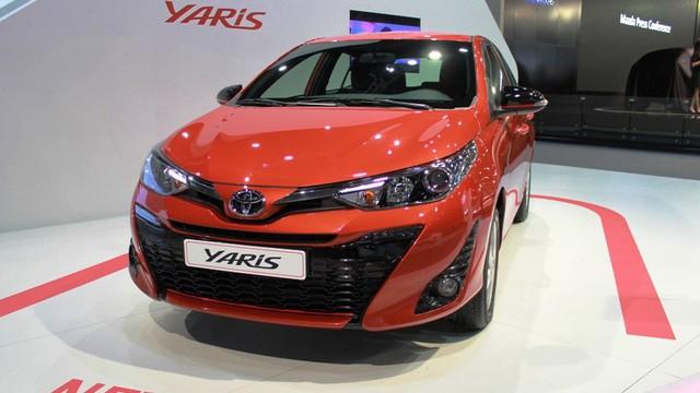 Đại lý Toyota ồ ạt mở đặt cọc hàng loạt xe nhập khẩu giá rẻ mới