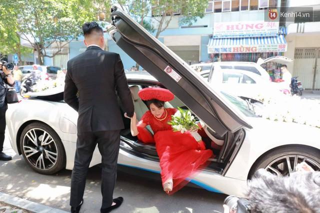 Diệp Lâm Anh lên xe hoa BMW i8 về nhà chồng - Ảnh 2.