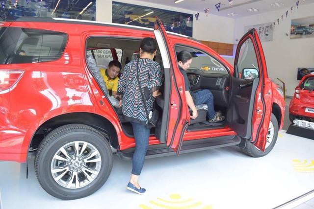 Đối thủ khan hàng, Chevrolet Trailblazer ồ ạt về đại lý toàn quốc, giảm giá 80 triệu đồng - Ảnh 2.