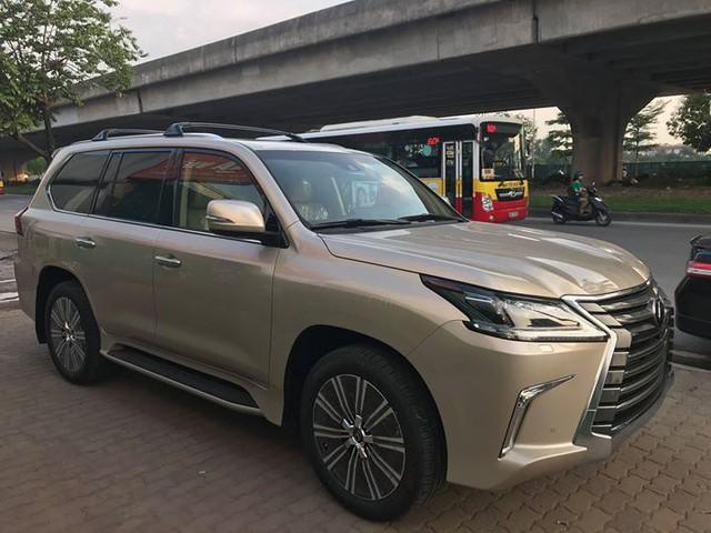 Lexus LX570 2018 bản Mỹ về Việt Nam, giá tăng vọt lên mức gần 9,2 tỷ đồng - Ảnh 3.